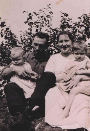 James Alexander Ferguson  wife Sadie holding Beaty and Georgie